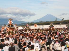 富士山背景に「どっこい!どっこい!」